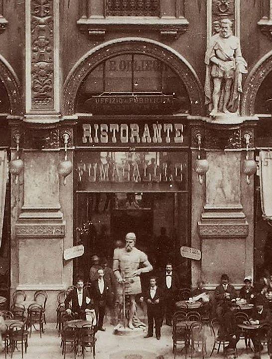 In centro Galleria Vittorio Emanuele