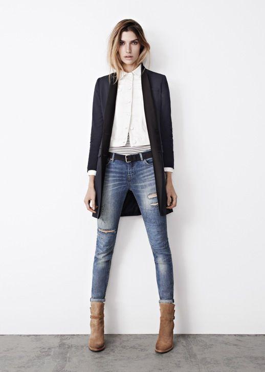 Long blazer over skinny jeans.