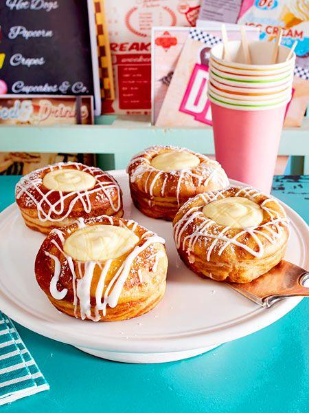 Besser als in jedem Diner: selbst gemachte Big Bowl Donuts mit Vanillepudding-Füllung!