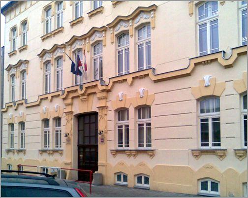 Pôvodný Palác Szentandrássyiovcov, (19. stor.).  V súčasnosti Mestský úrad na Jarkovej ul. 26