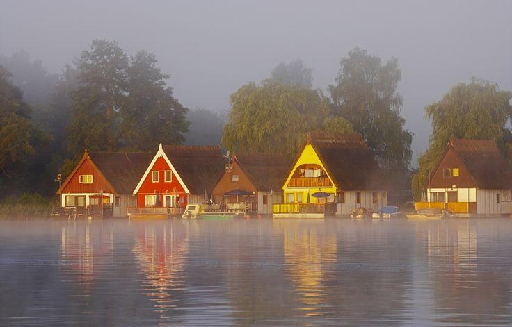 Hausboot Mecklenburgische Seenplatte Haeuser Nebel Penichette SP