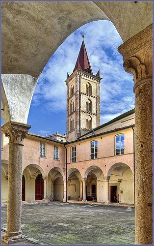 Finale Ligure - Finalborgo, borgo medievale | Finale Ligure è un comune italiano di 11.760 abitanti della provincia di Savona in Liguria. L'antico nucleo medievale di Finalborgo era la capitale del Marchesato di Finale, antico stato italiano preunitario dal 1162 al 1797.