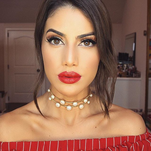 A new tutorial on this Bold Red Lip makeup look is up on my English Channel - using a gorgeous @shiseido lipstick from their Rouge Rouge collection! #FindYourRouge💋 -------- Tem tutorial dessa make no blog, com batom deuso da nova coleção Rouge Rouge de Shiseido! Vem ver! www.camilacoelho.com