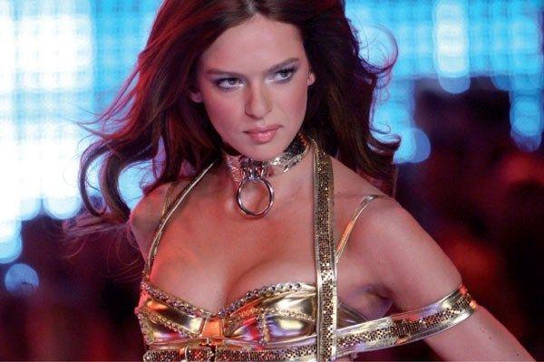 Belgisch topmodel geeft tips voor een strak lichaam - Het Nieuwsblad: http://www.nieuwsblad.be/cnt/dmf20151104_01954177?_section=62159580