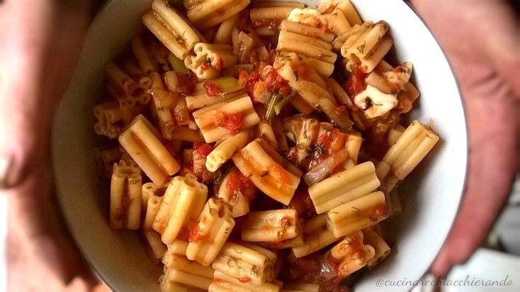 La pasta di carnevale per eccellenza in Sicilia, è la pasta a 5 buchi! Perchè cinque buchi? Guardate la foto e lo capirete immediatamente!