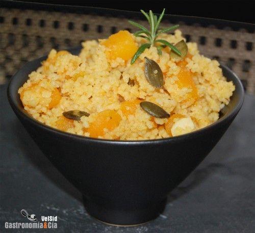 Un plato sabroso, saludable y rápido de hacer es que de esta receta de Cuscús con calabaza al curry, de verdad que es una elaboración riquísima. Siempre tenemos a mano un paquete de cuscús precocido, en cualquier momento te saca de un apuro, en cuestión de minutos puedes tener un plato nutritivo que puedes componer con carnes, pescados o verduras.Hoy ha tocado la receta de Cuscús con calabaza, que es una de las elaboraciones menos rápidas por el tiempo de cocción que necesita la calabaza…