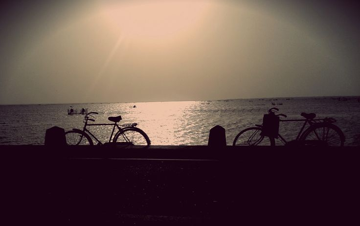 Jaffna is knows as the city with as many bicyles as bodies. The city is connected by the longest causeway in Sri Lanka to the island of Kayts, which is the gateway to outerlying islands of Nagadeepa and Delft and beyond - a mere stonesthrow from India.