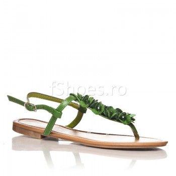 Pippa Verde sunt o pereche de sandale pline de viata, destinate in special stilului vestimentar hippie. Una din culorile preferate ale acestui stil vestimentar este chiar verdele inchis natur, redat atat de frumos in modelul Pippa.
