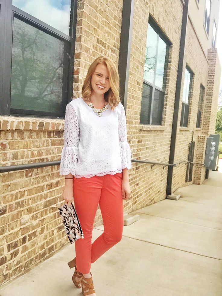 Summer with devlin #sp This @devlincollectn  blouse is perfect for this summer! Stop into Nord strom (between 4/25 and 5/1) or Dillard's (between 4/11 and 4/25) to receive a free cosmetic pouch with any purchase! #sp #devlingirl