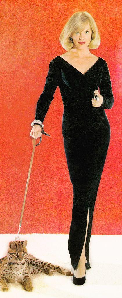 Anne Francis looks super sleek as Honey West with her pet ocelot!