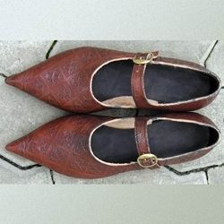 Womens 14th 15th century low shoes $200-250.00  OK, so truth be told, I probably wouldn't wear these, but they're gorgeous !