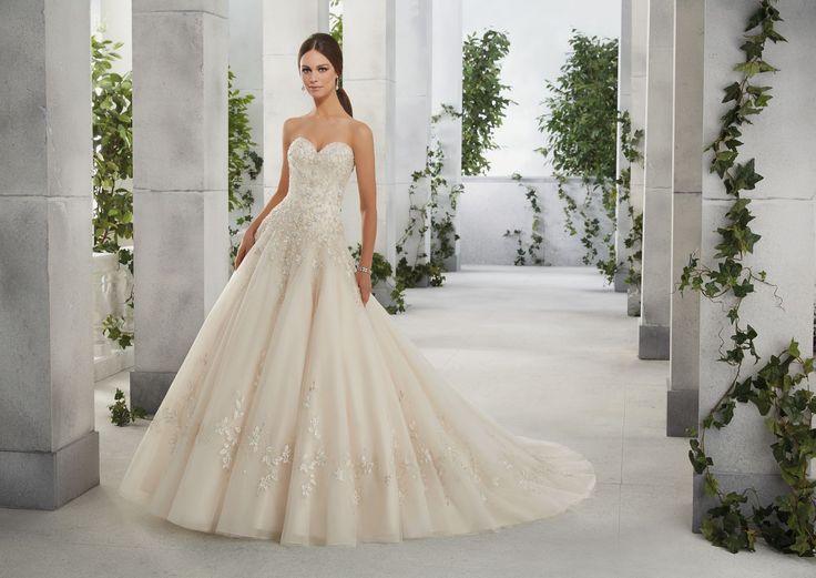FLO Błyszczący gorset sukni ślubnej Madeline Gardner, kształt litera A Niesamowita suknia z ręcznie wyszywanymi cyrkoniami na gorsecie i spódnicy. …
