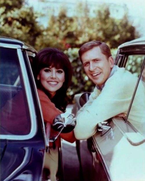 "Marlo Thomas and Ted Bessell in ""That Girl"". BTW, ever notice how much Chris Barrie from Red Dwarf resembles Ted Bessell? Weird!"