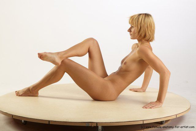 PHOTO OF NUDE WOMAN WHITE SITTING POSES - ALL SLIM SHORT BLOND SITTING POSES - SIMPLE
