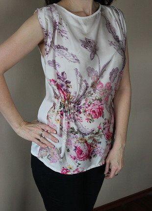Kupuj mé předměty na #vinted http://www.vinted.cz/damske-obleceni/topy-and-tank-topy-bez-rukavu/15231179-krasna-kvetinova-halenka-univerzalni-velikosti