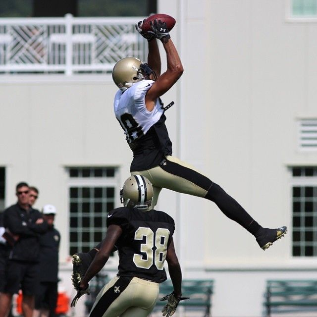 Someone asked Saints WR Nick Toon to jump and he answered with this leap.