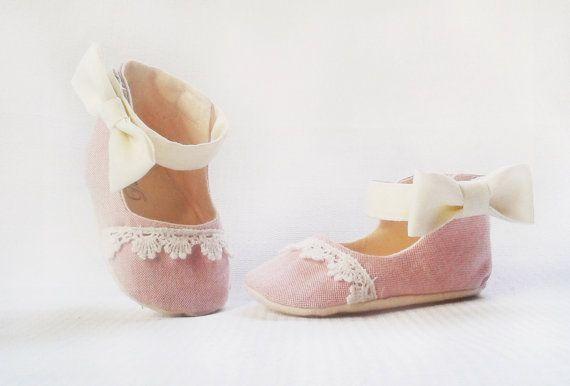 Angelico  Statement Baby Shoes. par Demetriougirls sur Etsy, $56.00