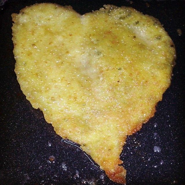 En vísperas de San Valentín, hasta la milanesa de pollo se prende!! Jajajajaja