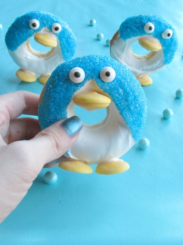 Little donuts that look like penguins and can stand up! Fun holiday treat! - For all your cake decorating supplies, please visit craftcompany.co.uk