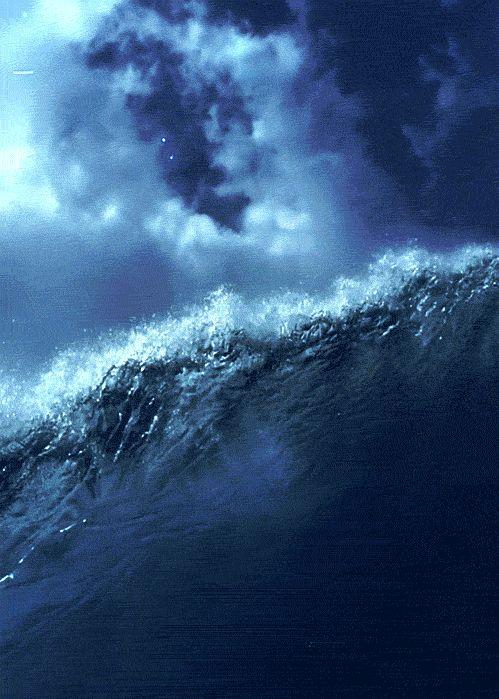 Nao existe sensaçao melhor do que sentir o toque da onda do mar em voce & mergulhar nela ^^