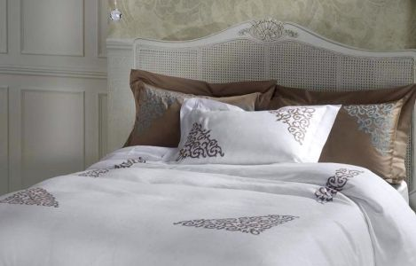 Buonarroti Collection Martina Vidal Venezia: 100% cotton percale or soft linen, combine with an inset of contrasting geometric and arabesque embroidery