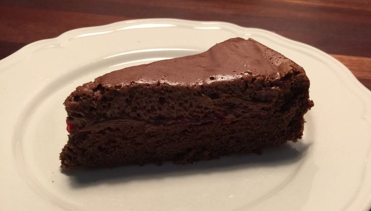 Chokoladekage med hindbærsyltetøj