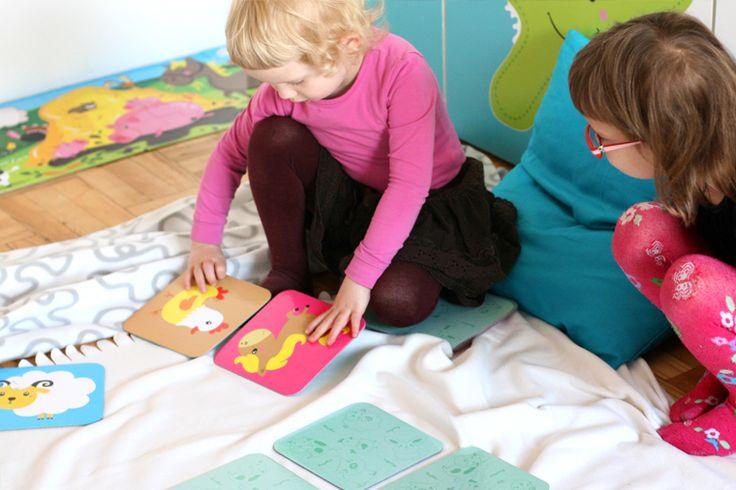 Wspólne układanie memorów wzmacnia więzi i relacje społeczne. To doskonała, edukacyjna zabawa dla całej rodziny.