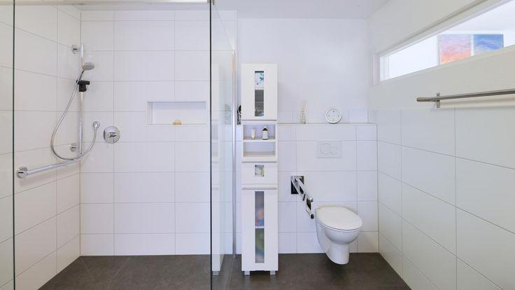 Behindertengerechtes Bad - barrierefrei bauen - Fertighaus WEISS - Pultdach - Mehrfamilienhaus