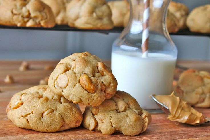 HONEY ROASTED PEANUT BUTTER CHIP COOKIES | food | Pinterest