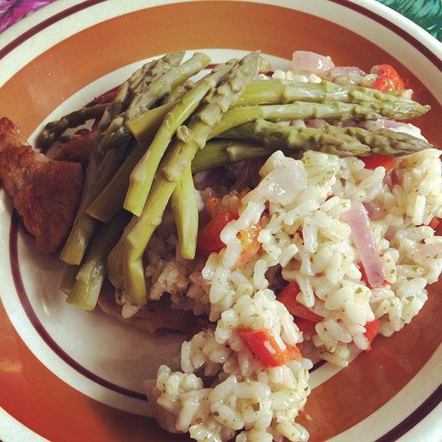 gestoomde asperges, risotto en kipstuckjes 😋