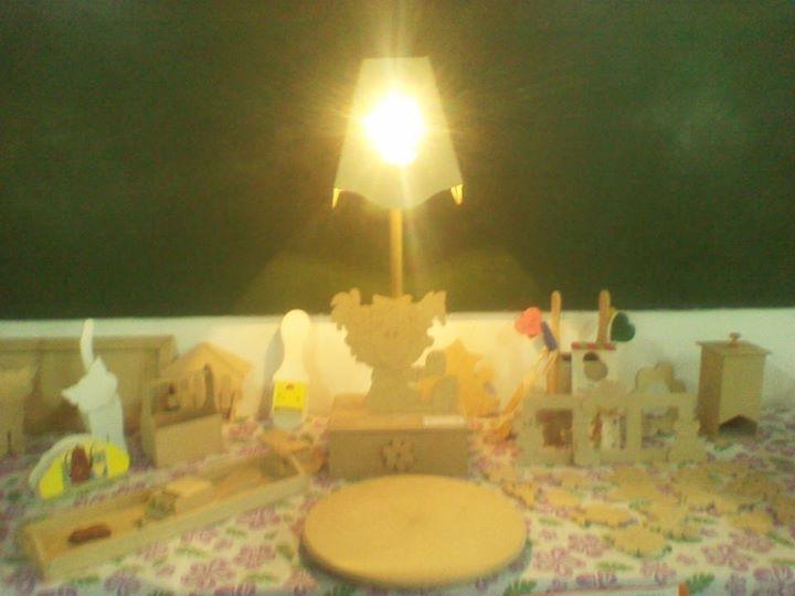 A la venta pieza de madera ( lampara de cuarto para niña al natural y pintada)
