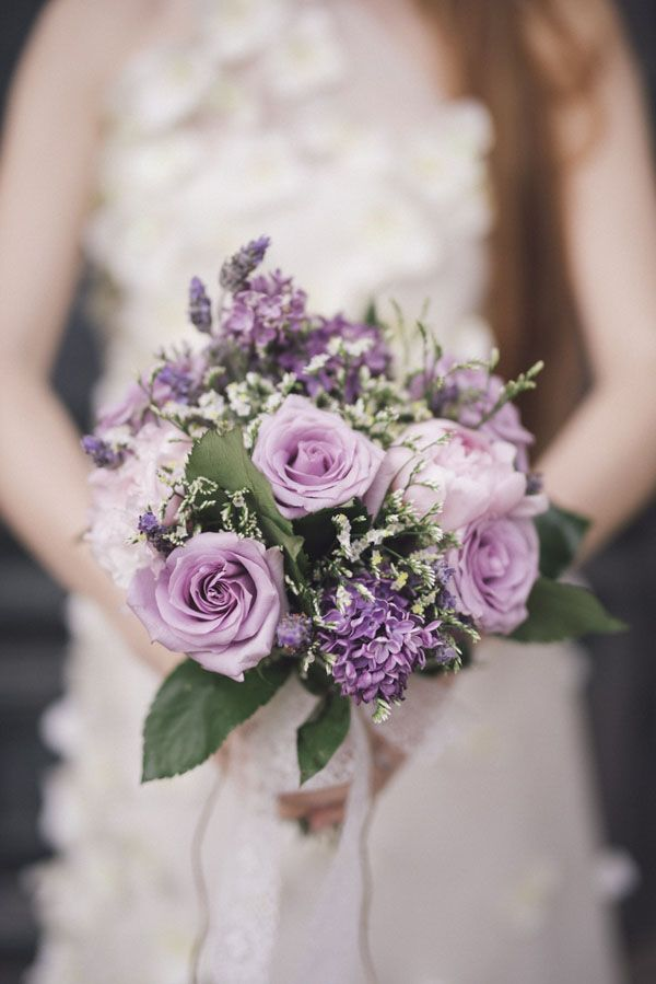 rose and lilac bouquet | photography: marcella cistola http://weddingwonderland.it/2016/05/matrimonio-al-profumo-di-glicine.html