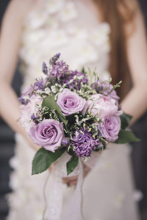 rose and lilac bouquet | photography: marcella cistola http://weddingwonderland.it/2016/05/matrimonio-al-profumo-di-glicine.html