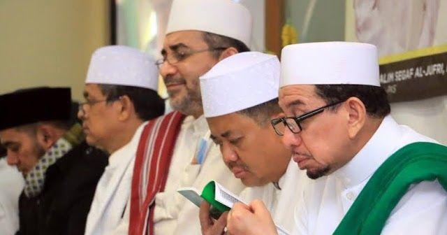"""Orang sering bertanya """"PKS itu sebenarnya siapa?"""". Ada orang sering menuding """"PKS itu Muhammadiyah"""", """"PKS…"""