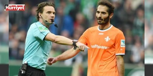 """Hamit Altıntop: Almanya'da başka kulüpte oynamam: İkinci Bundesliga ekiplerinden Darmstadt'ta forma giyen Hamit Altıntop, futbolu bıraktıktan sonra Türkiye'de yaşamak istediğini söyledi. Almanya'da başka kulüpte oynamayacağını belirten Altıntop, """"Birkaç yıl daha Darmstadt'ta kalırım"""" dedi."""