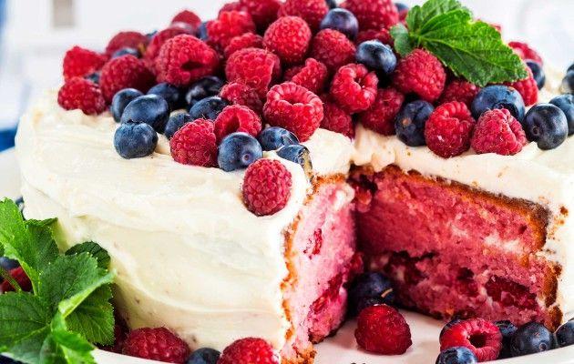 Red Velvet -kakku – tuorejuustolla täytetty marjakakku