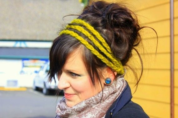 Chunky crochet headband (@KayCee Parker - what are your thoughts?? I like this better than having big flowers on head bands...not me.)