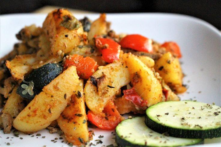 Begin augustus maakte ik met de recepten een sprongetje richting Aviko. Er was een verzoek gedaan om de Spaanse aardappelschotel na te maken en zo geschiedde! Niet lang daarna kwam er een verzoek voor de Griekse aardappelschotel. Met gyros, courgette en paprika. U... #food #recepten #zonderpakjes
