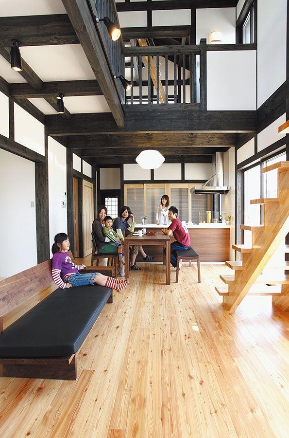 黒い柱と梁に白い壁が映える大空間の家 マイホーム 建築 家づくり