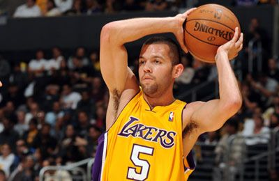 Jordan Farmar signs with Los Angeles Lakers; Lamar Odom closing in on a deal