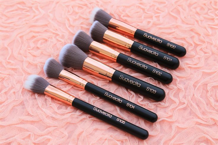 The Suavecita Face Brush Set includes six deluxe tools ideal for all over face makeup. :sparkles: Use the duo-fiber brushes for liquid or cream products and the flat, domed and angled brushes for powder products. Each brush is uniquely designed to disperse product evenly and flawlessly. All of our brushes are vegan and cruelty-free. #SuavecitaMakeupBrushes #Suavecita #Makeupbrushes #Makeup #Brushes #Facemakeup #Foundation #Powder #Concealer #Blush #Highlight #Strobe #Contour #Mua #Muah…
