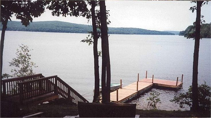 Idyllic waterfront log cabin in wayne county overlooking
