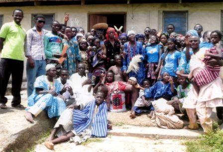 La Nigeria è ormai da anni teatro di scontri e attentati, non solo ad opera della setta islamica Boko Haram. Dal 1999 alla fine del 2011 sono 14mila i nigeriani uccisi da violenze a sfondo religioso.   http://acs-italia.org/progetti-in-corso/nigeria-promuovere-la-riconciliazione-e-la-pace/