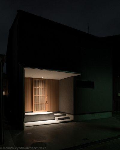 東山の家2|伝統環境保存区域の狭小敷地住宅 (夜景)