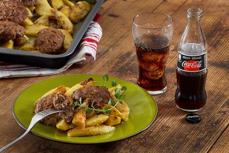 Αφράτα μπιφτέκια με λεμονάτες πατάτες στο φούρνο από την Αργυρώ Μπαρμπαρίγου | Η πιο νόστιμη συνταγή για μπιφτέκια φούρνου