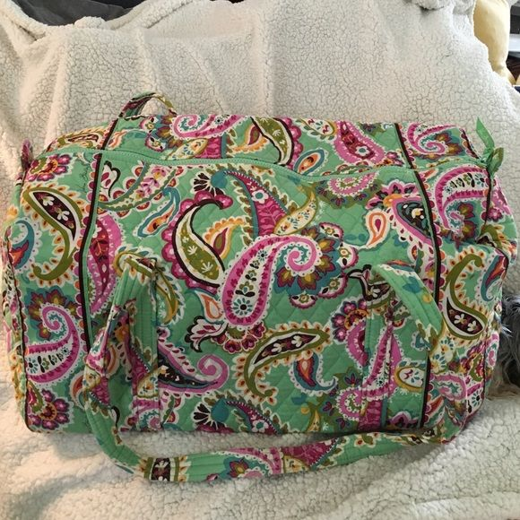 Vera Bradley Large Duffel Large Vera Bradley Duffel! Used once, got a little dirty on the bottom because I had to check it at the airport. Will wash before sending it out ❤️ PRICE NEGOTIABLE! Check out my seller discount  Vera Bradley Bags Travel Bags