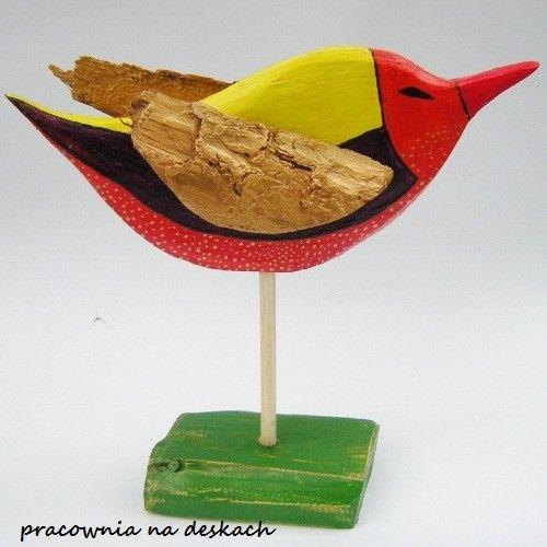 ptak-ze-zlotymi-skrzydlami