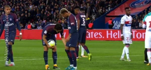 Neymar se pelea con Cavani y lo deja de seguir en redes sociales http://www.vanguardia.com/deportes/futbol-internacional/video-409958-neymar-se-pelea-con-cavani-y-lo-deja-de-seguir-en-redes-s?utm_campaign=crowdfire&utm_content=crowdfire&utm_medium=social&utm_source=pinterest