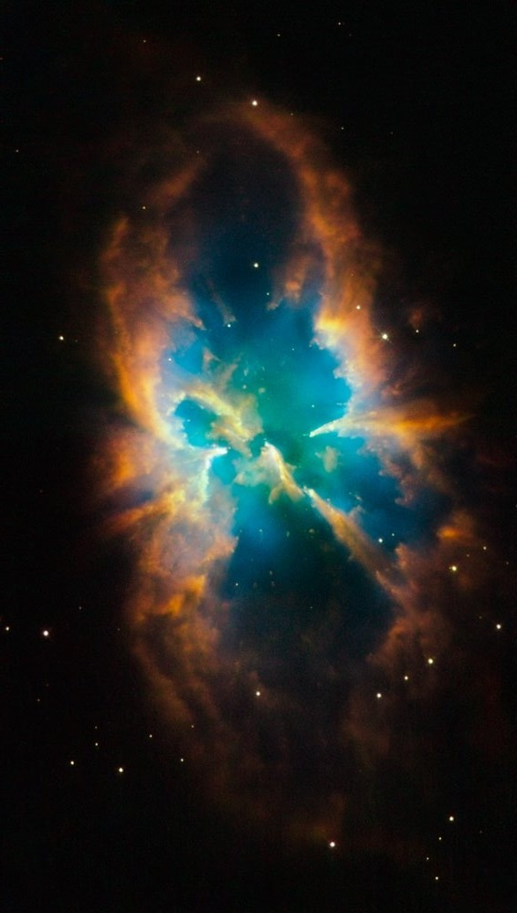 Hubble telescope snaps a beautiful picture of a Nebula within a Cluster.