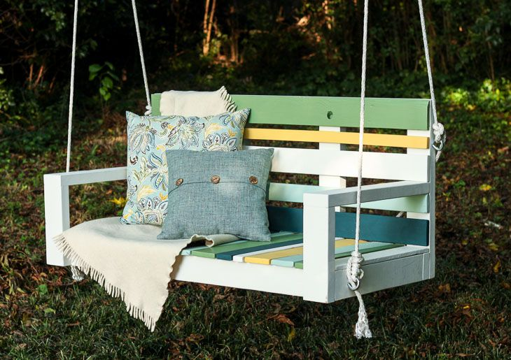 Want to build a porch swing using Free lumber? Here's how to Build a Porch Swing using Pallet Wood and @KrazyGlue! Can it be done? #ad
